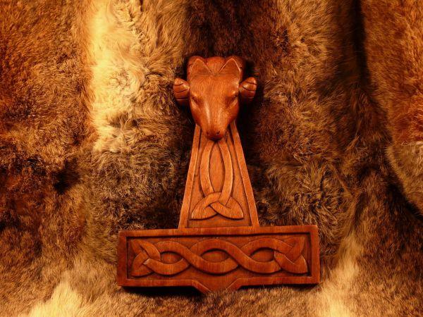 Widderhammer aus Holz, Wanddeko